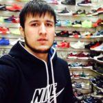 Мухамед Худоиев - продавец кроссовок для мужчин и девушек